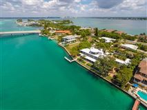 Luxury homes in stunning waterfront location