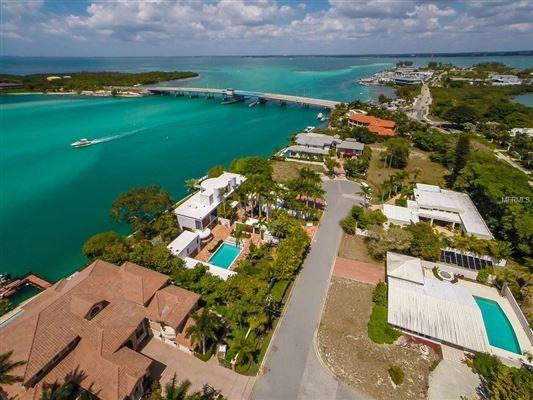 Luxury properties stunning waterfront location