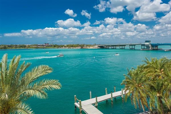 stunning waterfront location mansions