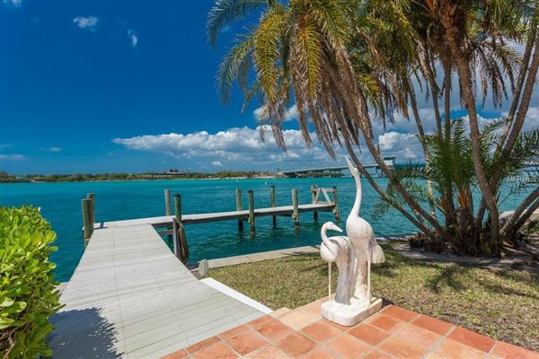 Mansions in stunning waterfront location