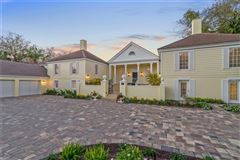 Luxury homes in Iconic architecture in The Oaks