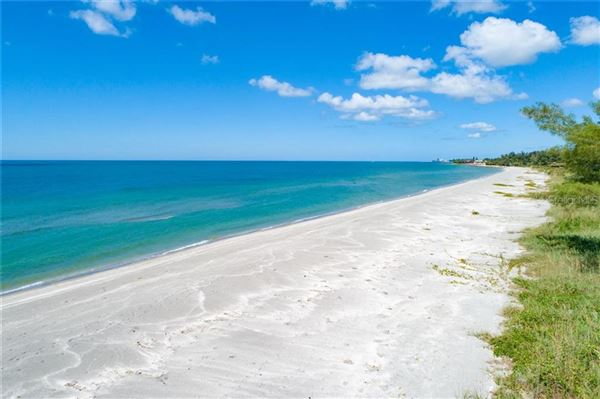 Luxury real estate rare gulf-to-lagoon property