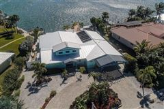 Mansions waterfront on anna maria island