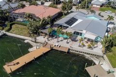 Luxury homes in waterfront on anna maria island