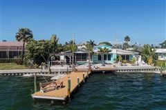Mansions in waterfront on anna maria island