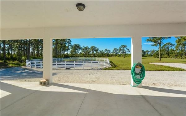 Luxury properties 14 acre property with custom Horse Stable