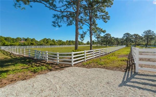Luxury homes in 14 acre property with custom Horse Stable