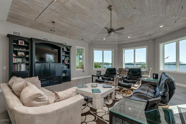Luxury homes in Beaufort Area Direct Waterfront Property