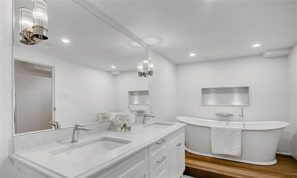 Luxury homes Beautifully renovated two bedroom condo