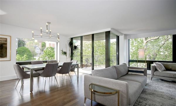 Mansions Beautifully renovated two bedroom condo