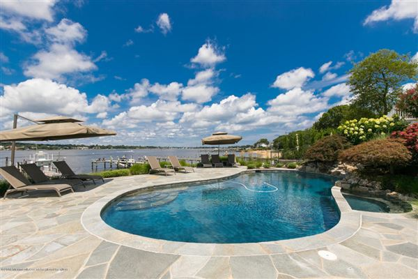Luxury homes Exquisite riverfront home with spectacular views