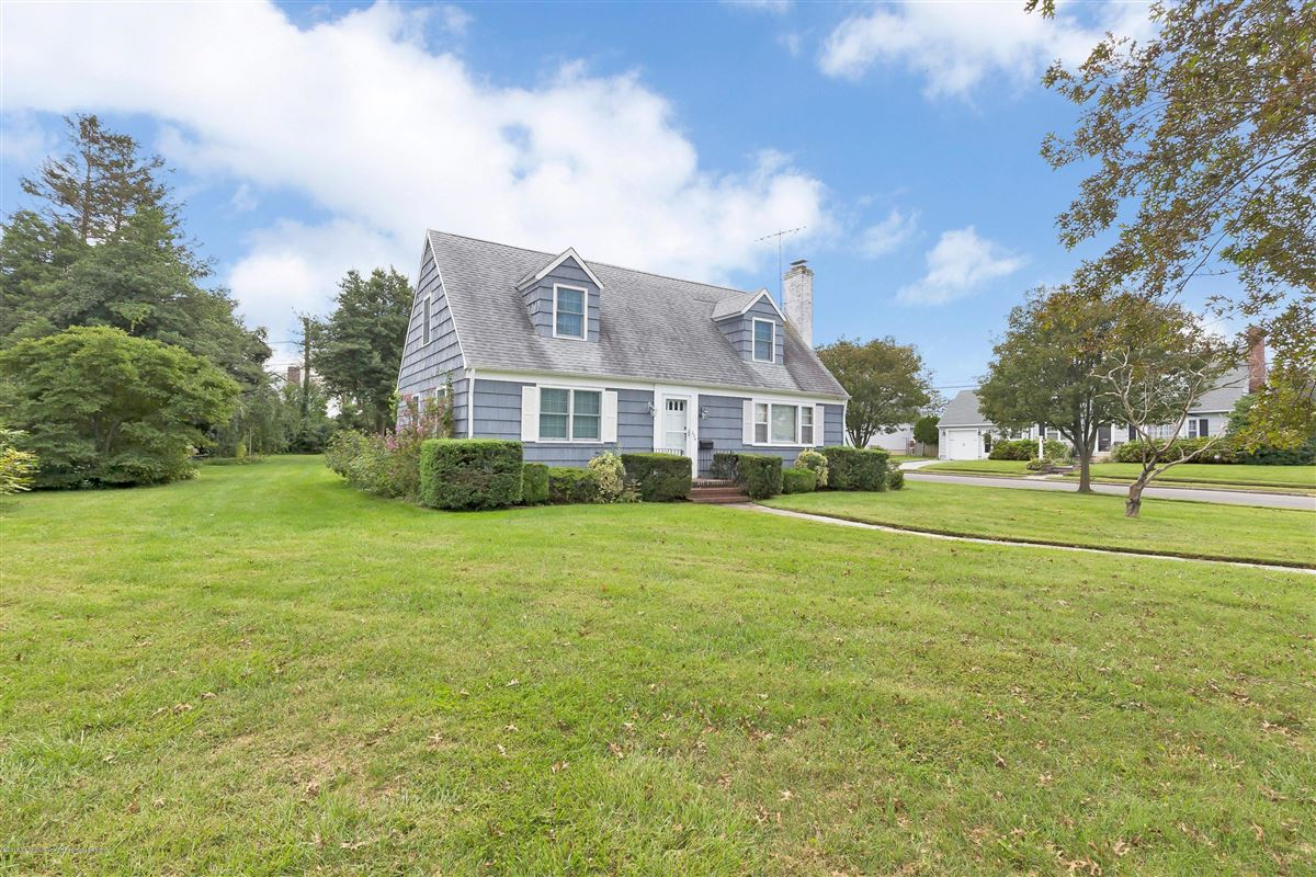 Mansions Corner double lot in beautiful Sea Girt
