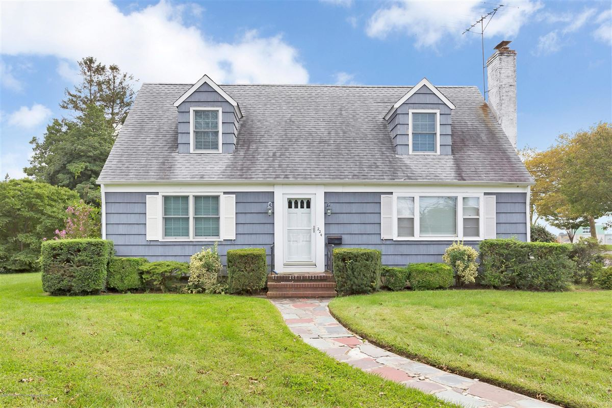 Mansions in Corner double lot in beautiful Sea Girt