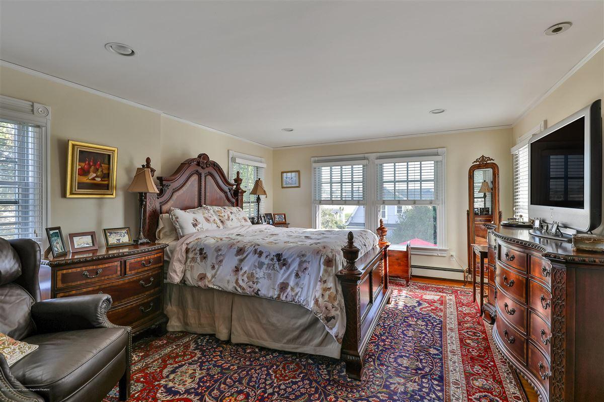 classic Spring Laker luxury properties