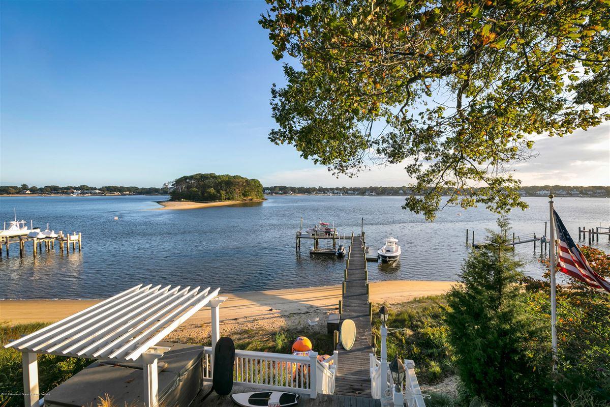 unparalleled panorama on Manasquan River luxury properties