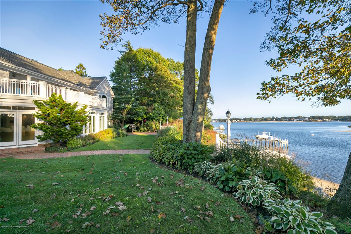 unparalleled panorama on Manasquan River mansions