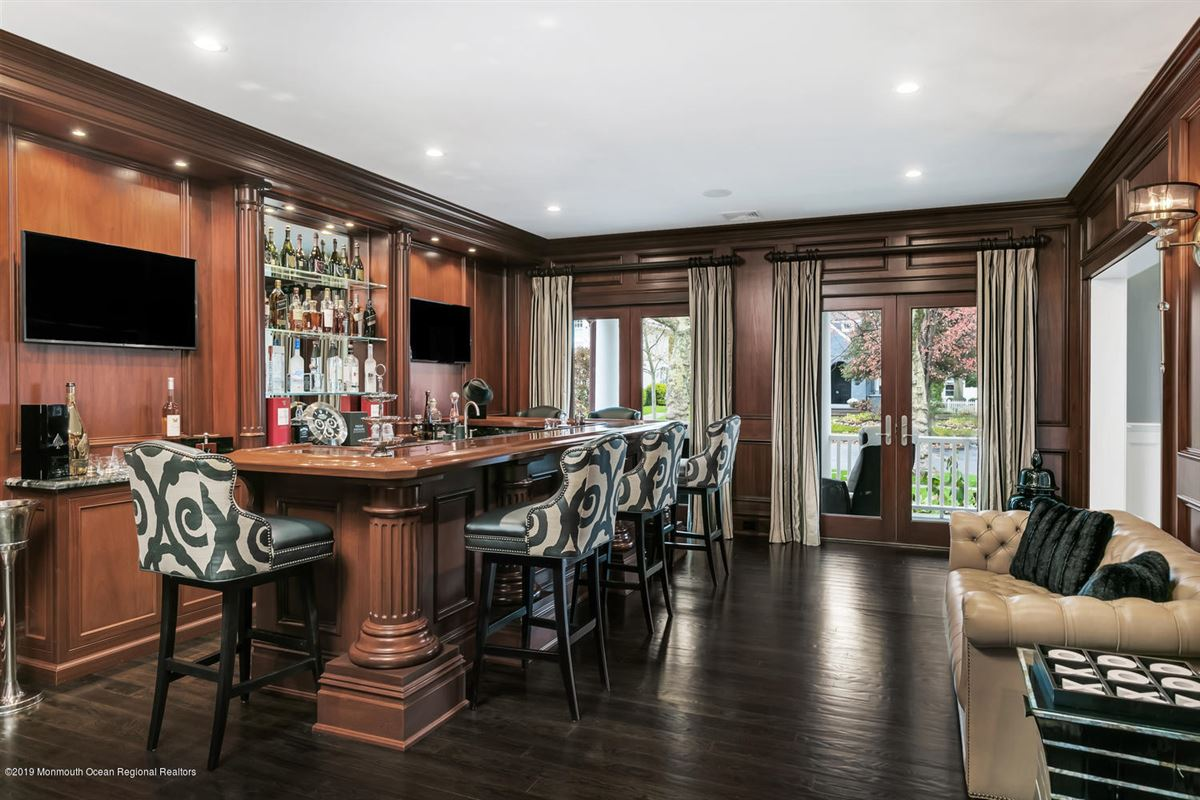 Mansions in classical beauty with sophisticated elegance in spring lake