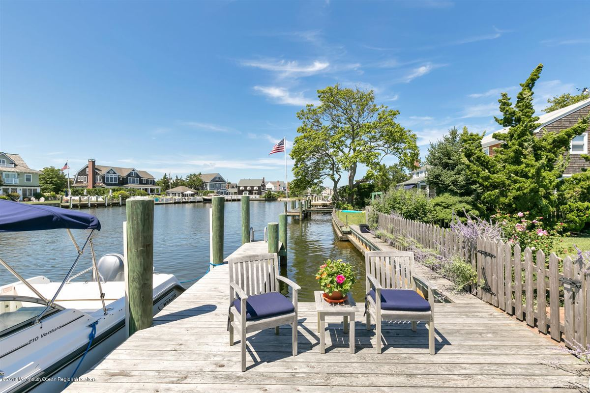 classic Mantoloking waterfront home luxury properties
