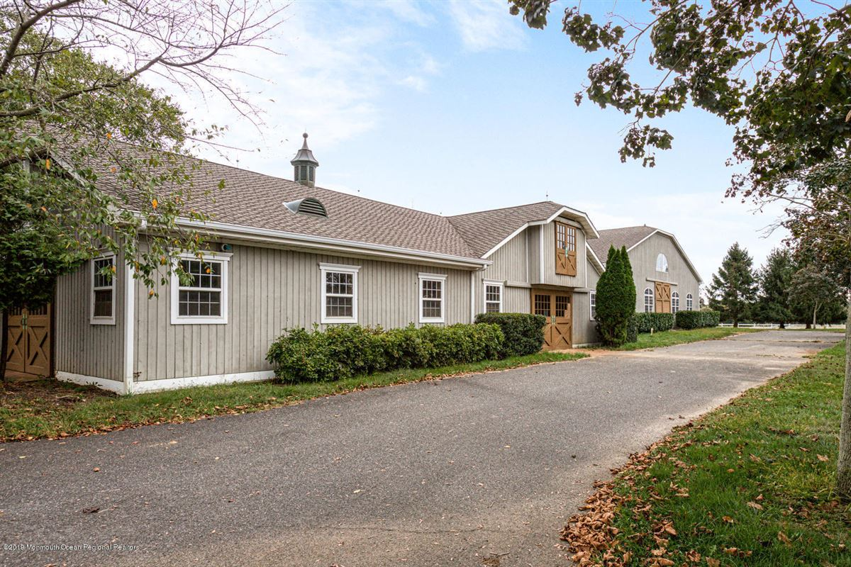 Luxury homes Synergy Stables