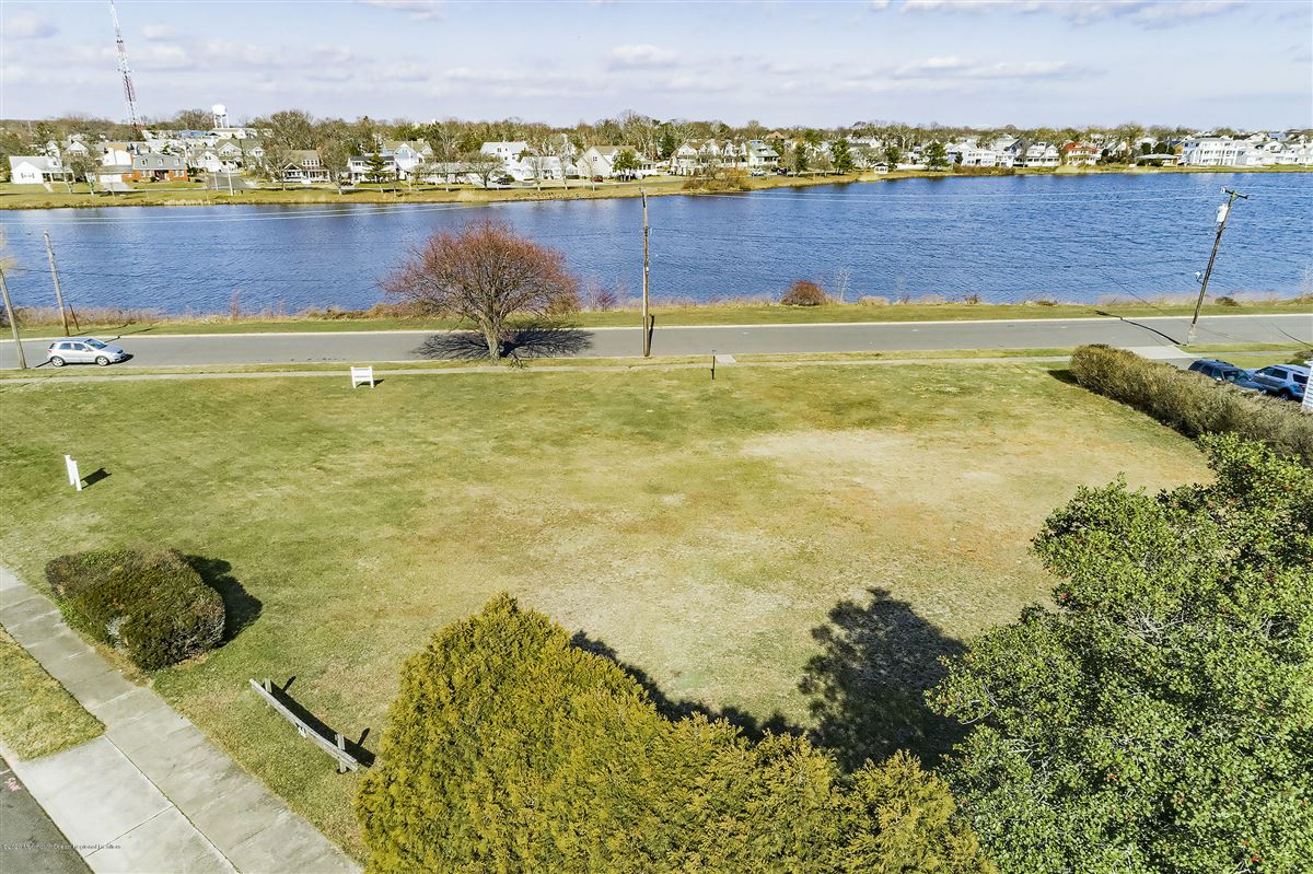Luxury homes Lakefront corner buildable lot