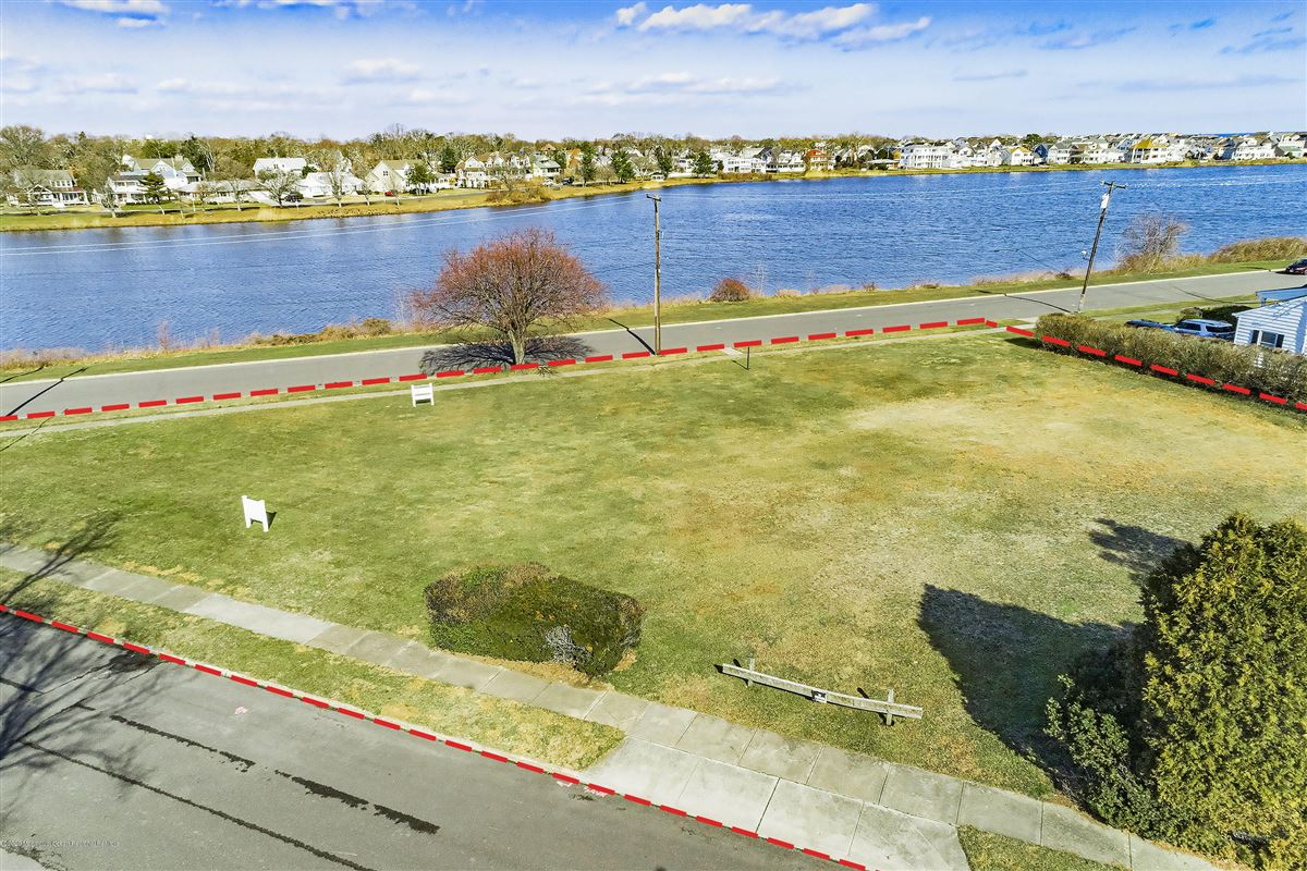 Lakefront corner buildable lot luxury homes