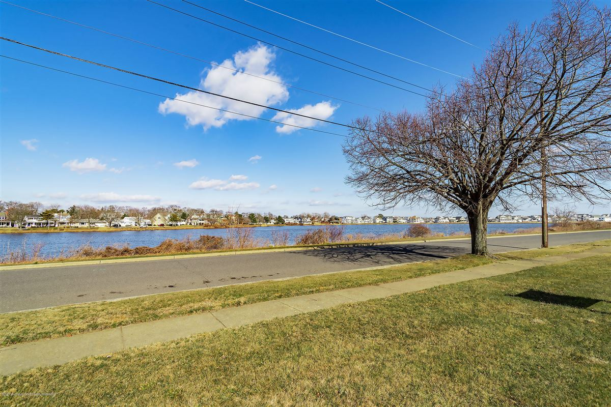 Luxury real estate Lakefront corner buildable lot