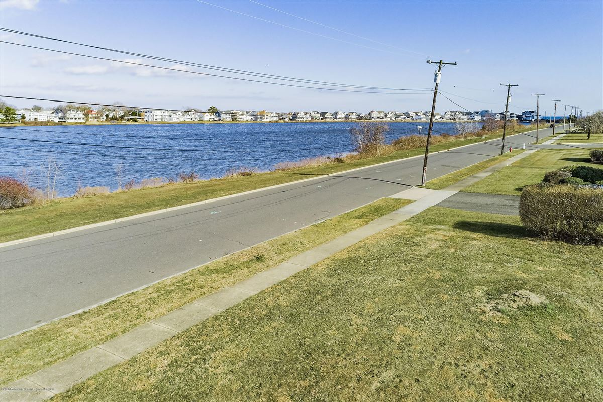 Lakefront corner buildable lot luxury real estate
