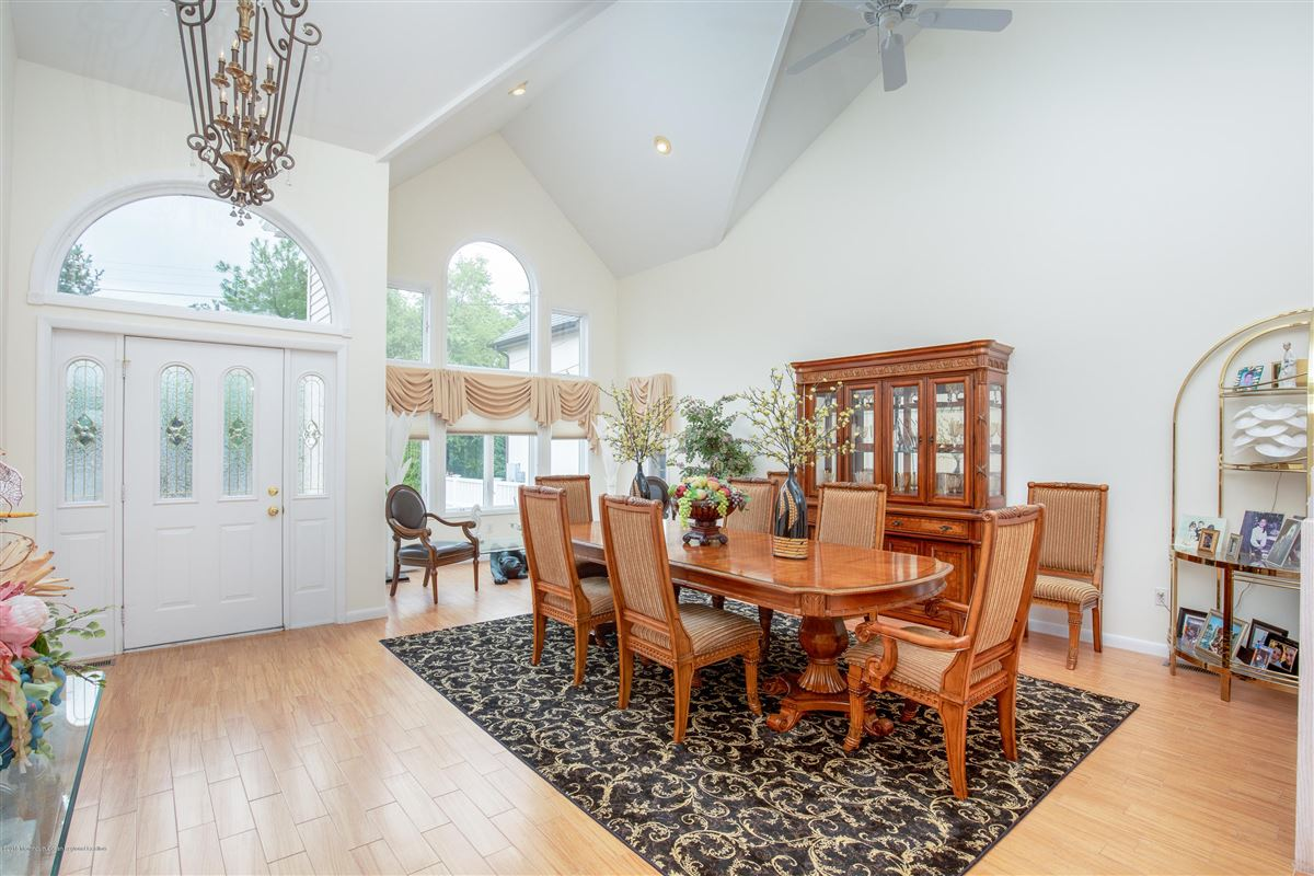 Outstanding Riverfront home in brick luxury real estate