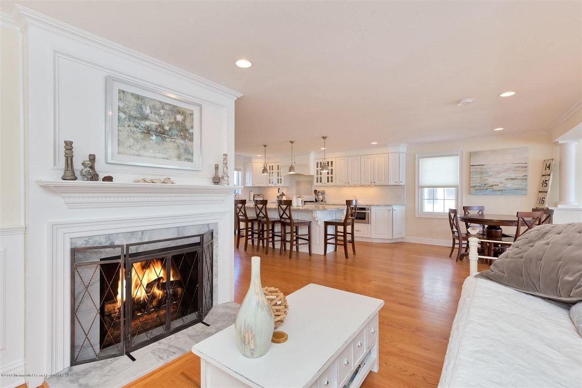 Luxury homes Riverfront Lifestyle - Beachside Living