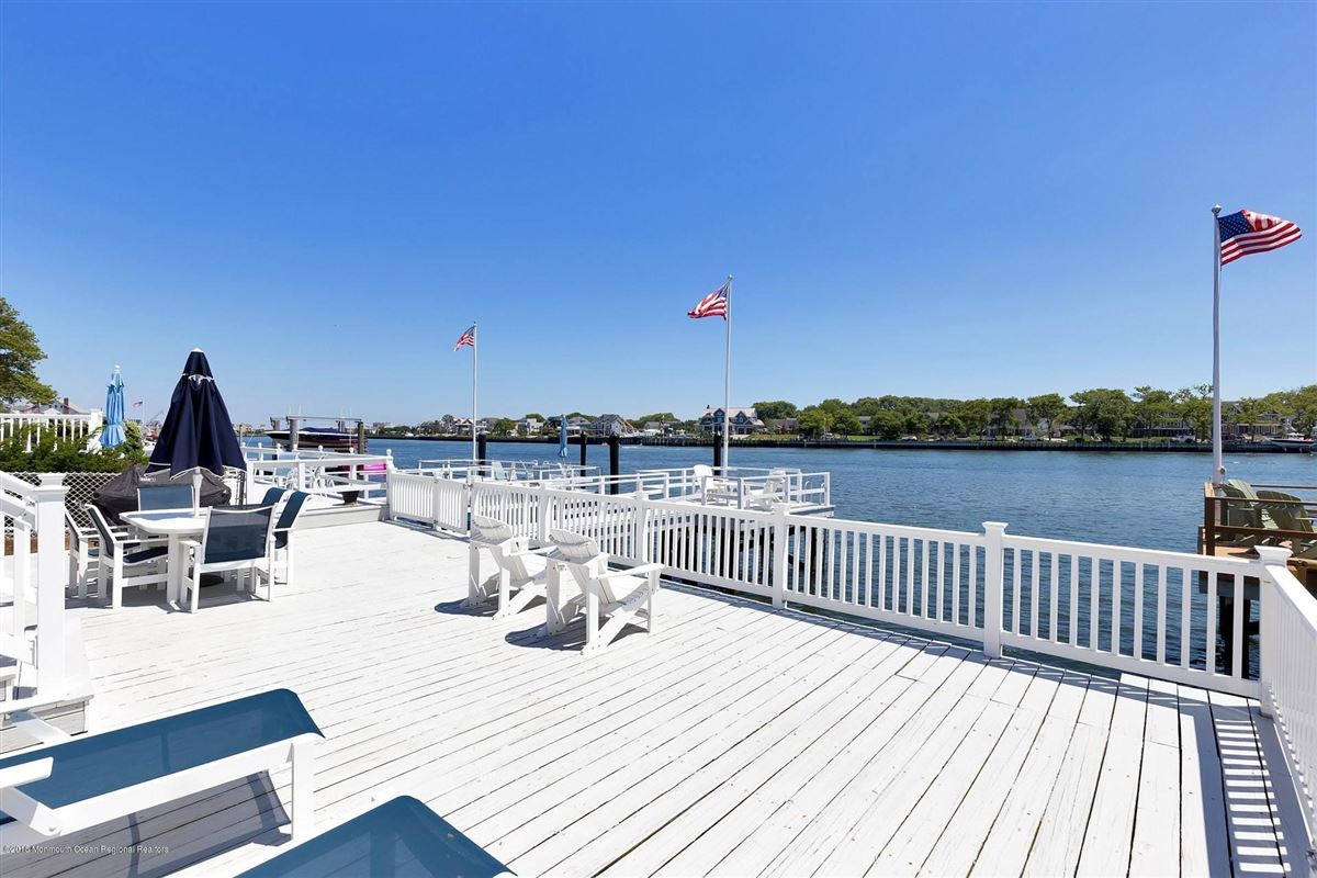 Riverfront Lifestyle - Beachside Living mansions