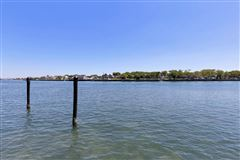 Mansions Riverfront Lifestyle - Beachside Living