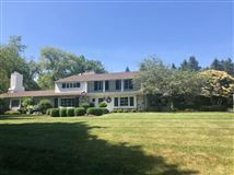 Luxury homes in a Fabulous private wooded setting