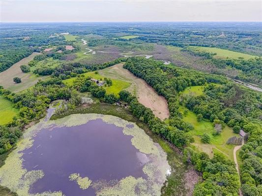 a perfect 107 acre setting luxury homes