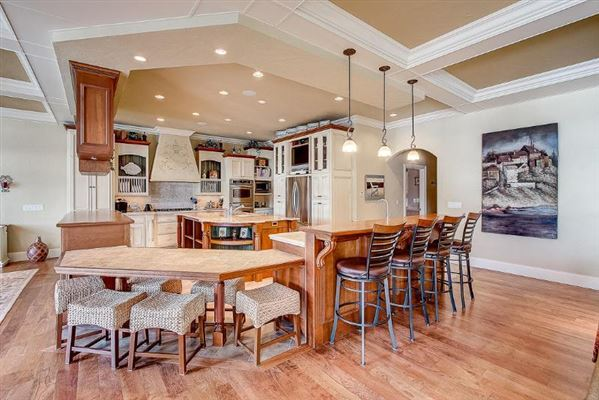 Luxury homes Incredible custom-built lake home with panoramic views