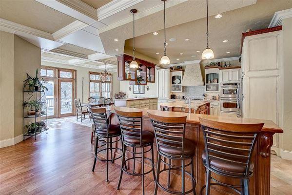 Mansions Incredible custom-built lake home with panoramic views