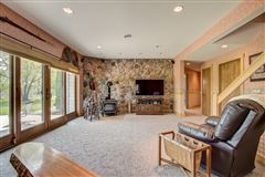 Mansions amazing 100-plus-acre estate