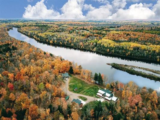 Wisconsin River Executive Style Estate luxury properties