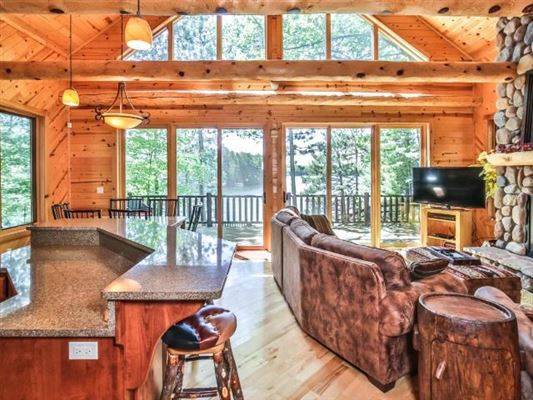 Ideal Minocqua Lake home luxury homes