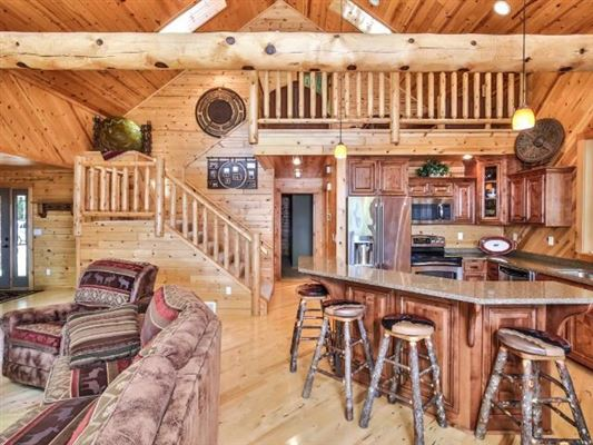 Ideal Minocqua Lake home luxury real estate