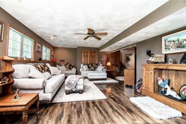Luxury homes in beautiful Farmhouse in Wisconsin