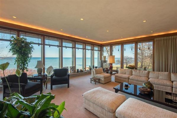 contemporary lakefront home luxury real estate