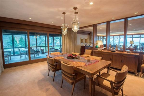 Mansions contemporary lakefront home