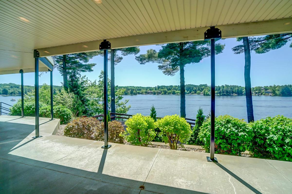 Luxury properties Lakeside to Inside, Nothing Less than Spectacular