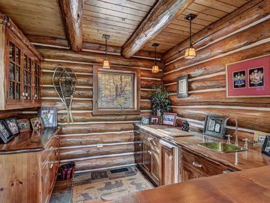 Mansions Lost Loon Lodge - spectacular turnkey opportunity