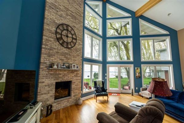 Luxury homes Lake Mendota Southern exposure with great views