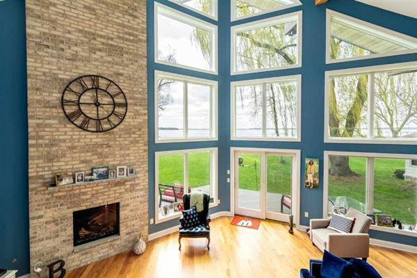 Lake Mendota Southern exposure with great views luxury homes