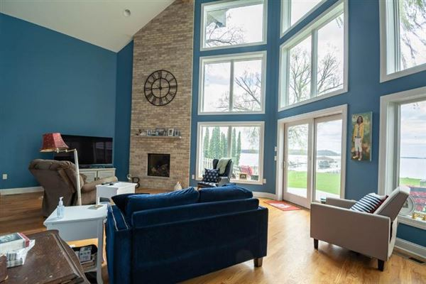 Luxury real estate Lake Mendota Southern exposure with great views