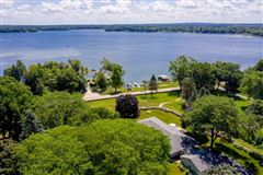 unique and fun lakefront property mansions