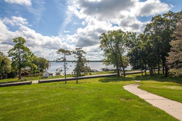 unique and fun lakefront property luxury homes