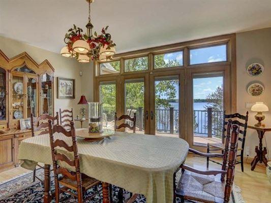 Luxury homes impressive home on Crescent Lake